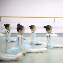千赢体育app官方下载千赢体育官方网站教学中基本舞步之可变化的舞步与阿里曼那舞步